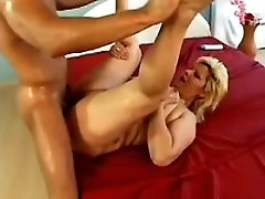 Mature does blowjob n jumps on cock